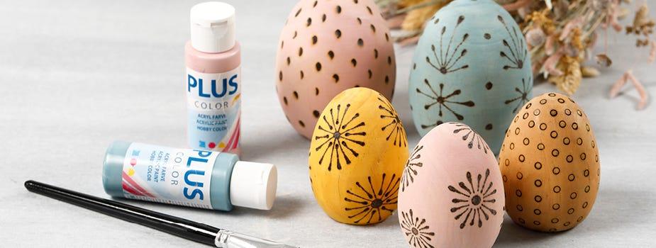 Figurer, ägg och djur till dekoration