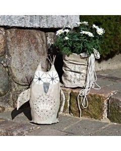Dekorationsuggla och påsvas till trädgården