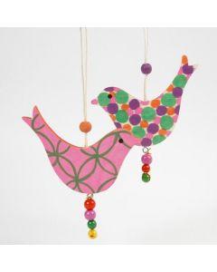 Träfågel dekorerad med Poster Hobby Marker