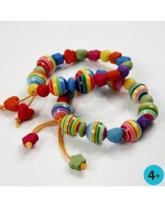 Färgat armband med pärlor i plast