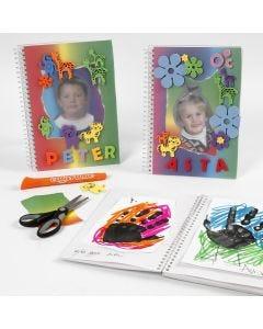 Skrivbok med regnbågspapper