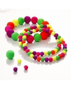 Elastikarmband med neonpärlor
