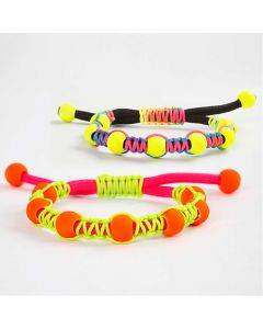 Knutet armband med pärlor och justerbar knut