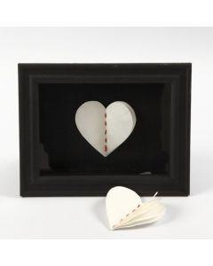 Hjärta av flera lager naturpapper, inramad i 3D-ram