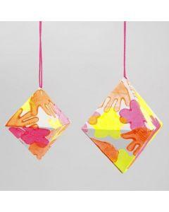 Diamant av papper med avtryck i neonfärger