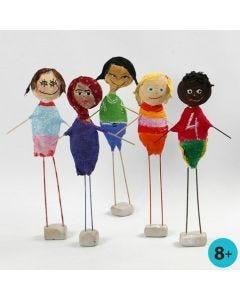 Barn från hela världen, gjorda av frigolit med gipsgaze