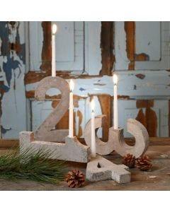 Adventsljusstake av fyra siffror, gjuten i betong