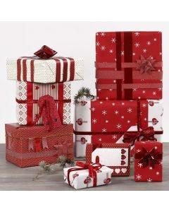 Paketinslagning och dekorationer i rött och vitt.