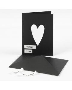 Kort med text på Dymo-tape och kartonghjärta