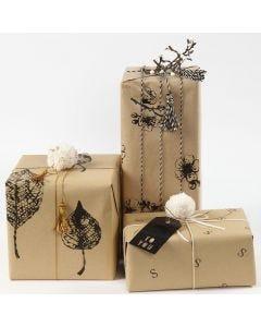 Inslagning med presentpapper som är dekorerade med tryck
