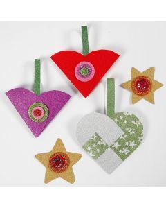 Glittrande pappersdekorationer till jul med material från klippförpackningen