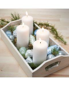 Bricka med 4 ljus och målade julkulor av glas och terrakotta