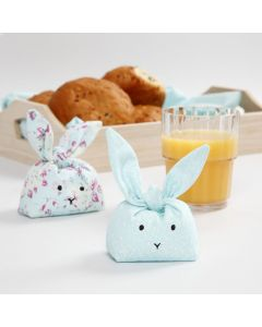 Sydda kaniner till dekoration eller lek, fyllda med plastkulor för tyngd.