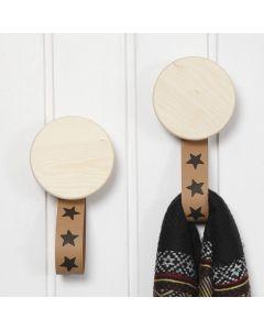Träknoppar med hängare av läderpapper
