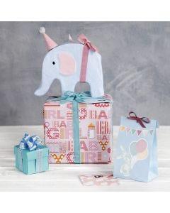 Paketinslagning med dekorationer till babyshower