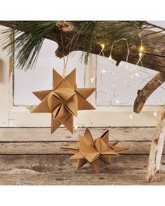 Julstjärna flätad av stjärnstrimlor av läderpapper med lädersnöre och träpärla