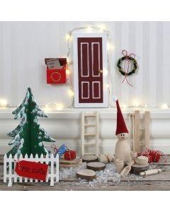 Tomtenissens dörr med staket och brevlåda