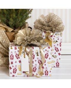 Julklappsinslagning med pompoms av silkespapper.