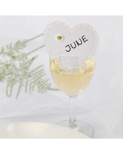 Bordskort/placeringskort till bröllop av kartonghjärta med puffystickers