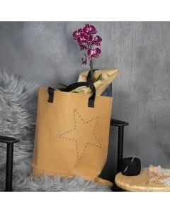 Kasse av läderpapper med broderad kant och stjärna.