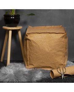 Puff sydd av läderpapper fylld med krøyerkulor