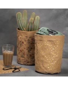 Påse sydd i mönstrat läderpapper.