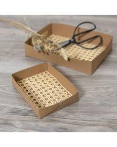 Gör egna brickor av läderpapper dekorerad med rörflätning