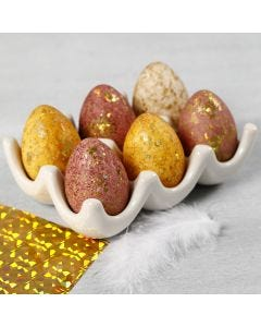 Ägg dekorerade med akvarell och dekorationsfolie