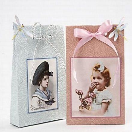 Presentpåsar av handgjort papper