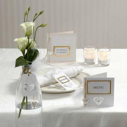 Inbjudning och kort med utstansade dekorationer