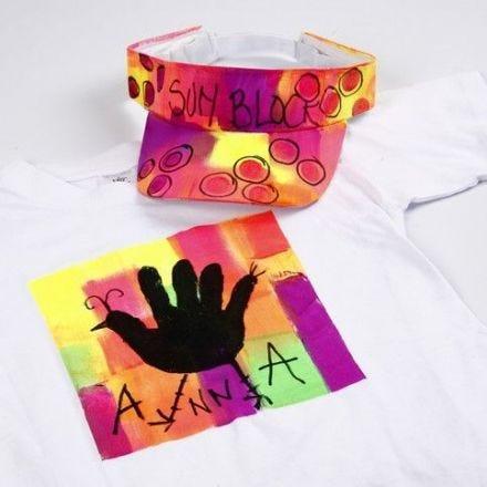 Neon textilfärg på T-shirt och solskärm
