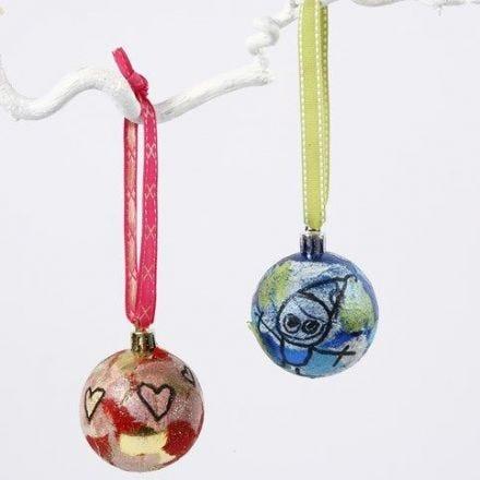 Julkulor med stråsilkepapper och glitter