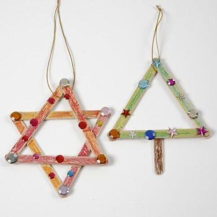 Stjärna och julgran av dekorerade glasspinnar