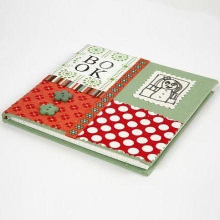 Kinabok med collage av ekologisk bomull på omslaget