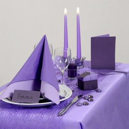 Inspiration till fest med lila dukning
