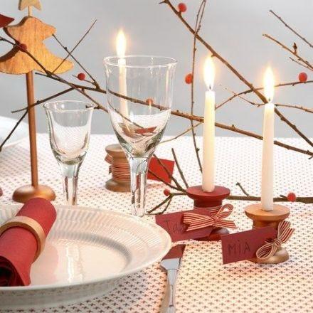 Bordskort med ljusstake av trådrulle av trä med manillamärke