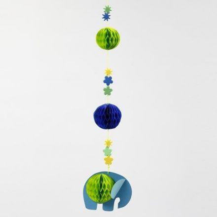 Dekoration med elefant, dekorerad med bollar av dragspelspapper