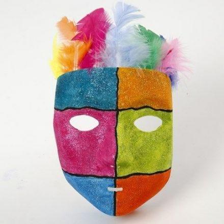 Grafik och glitterfärg på masker av plast