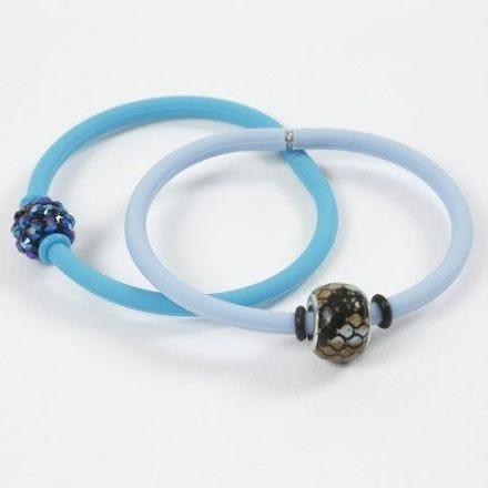 Armband av silikon med stoppring vid pärlorna