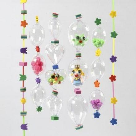 Snöre med mossgummi och klara akrylkulor med invändig dekoration