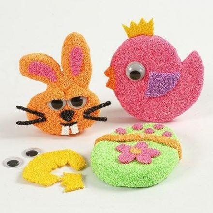 Magneter på platta pappfigurer med Foam Clay och rullögon