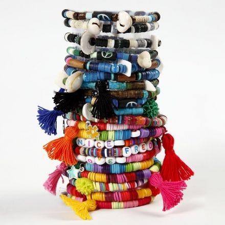 Armband med katsukipärlor och tofsar.