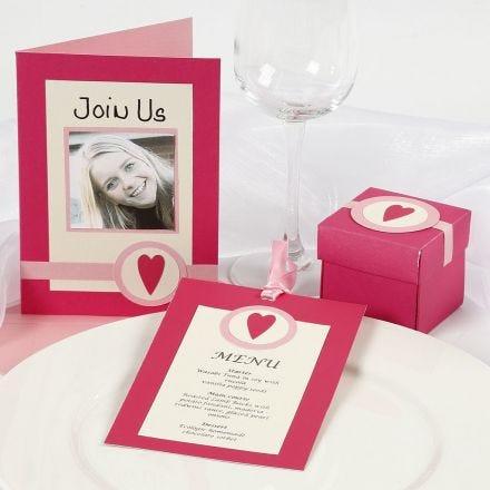Inbjudningar och dekorationer i rosa