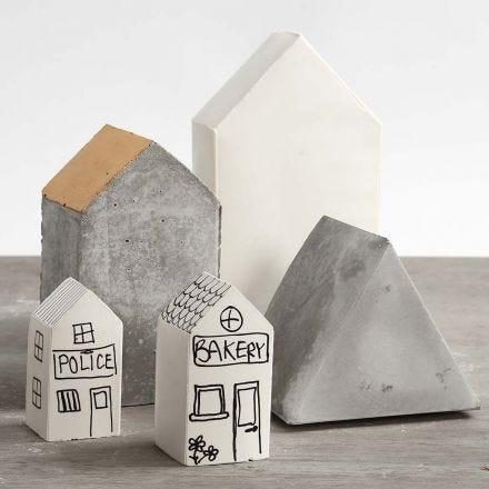 Hus gjutna i ihopsättbara formar