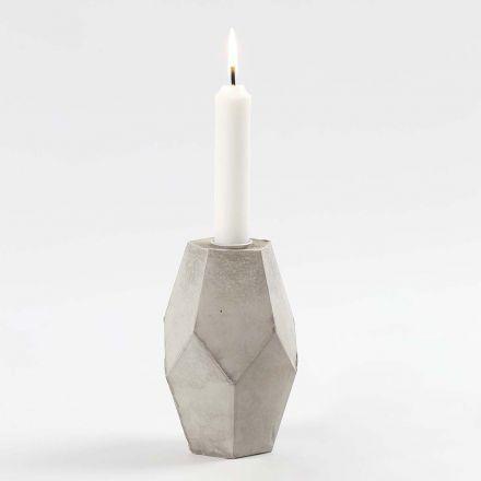 Ljusstake av betong gjuten i en ihopvikbar form