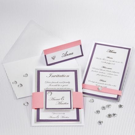 Bröllopskort med ramar av silverkartong och strukturpapper