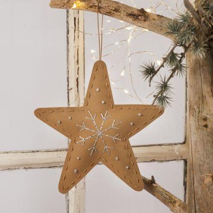 Juldekoration av läderpapper med broderi.