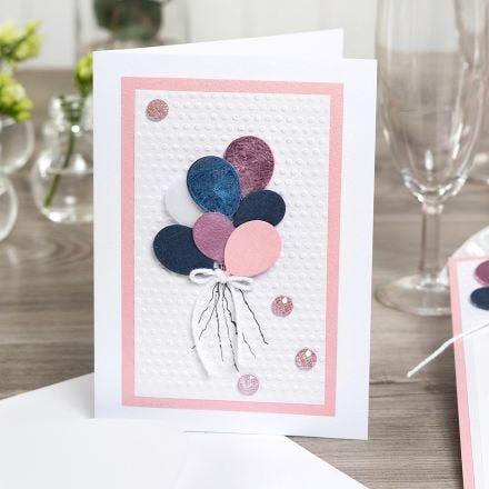 Inbjudningskort med ballonger dekorerade med dekorationsfolie och embossing.