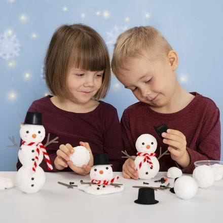 Bygg en snögubbe av frigolit och Foam Clay
