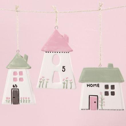 Hus av porslin dekorerade med glas- och porslinsfärg